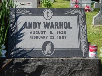 Sabías-que-los-fans-de-Andy-Warhol-depositan-latas-de-sopa-en-su-tumba