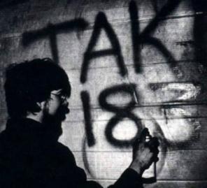 Taki 183 pintando su firma en Nueva York en los setenta.